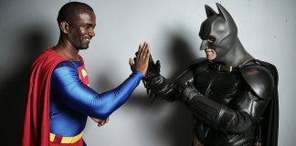Visitantes trajados com a fantasia de personagens de super-heróis de quadrinhos durante a Comic Con 2013 - Neilson Barnard/Getty Images Fonte: Veja Brasil ©