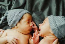 Cuidar de bebés gémeos - A hora de dormir