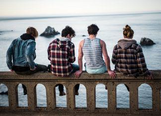 A-Família-e-a-Adolescência-–-A-Difícil-Tarefa-324x235