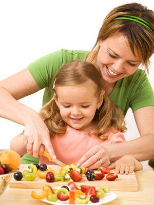 Cozinhar com crianças ensina-as a serem responsáveis!